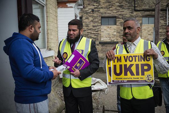 Christopher Furlong「Bradford's UKIP Candidate Owais Rajput Canvasses For Votes」:写真・画像(19)[壁紙.com]