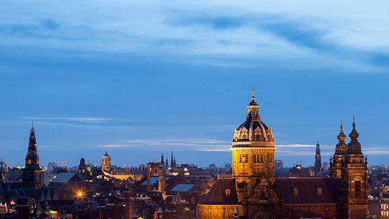 Amsterdam「Cityscape at dusk of Amsterdam」:スマホ壁紙(10)