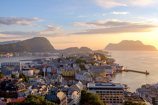 Art Nouveau「Cityscape at sunset, Alesund, More og Romsdal, Norway」:スマホ壁紙(18)