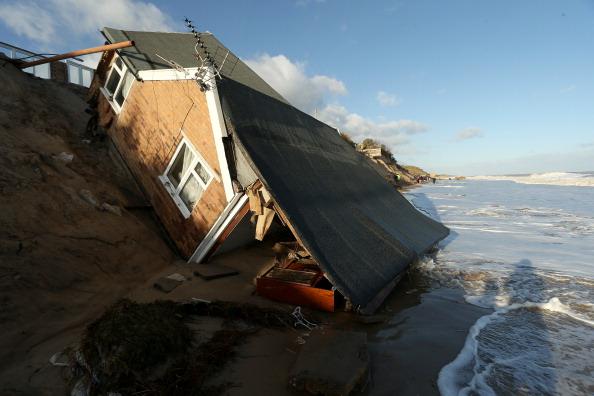 Stephen Pond「UK Hit By Severe Winds As Storm Surges Threaten Coastal Regions」:写真・画像(8)[壁紙.com]