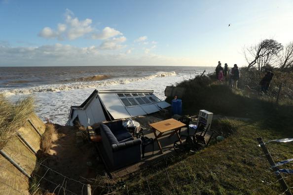 Stephen Pond「UK Hit By Severe Winds As Storm Surges Threaten Coastal Regions」:写真・画像(11)[壁紙.com]