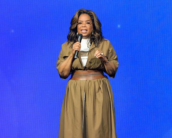 Oprah Winfrey「Oprah's 2020 Vision: Your Life in Focus Tour Kick Off In Sunrise, FL」:写真・画像(4)[壁紙.com]