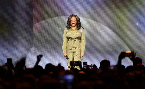 Oprah Winfrey「Oprah's 2020 Vision: Your Life In Focus Tour Opening Remarks - Atlanta, GA」:写真・画像(2)[壁紙.com]