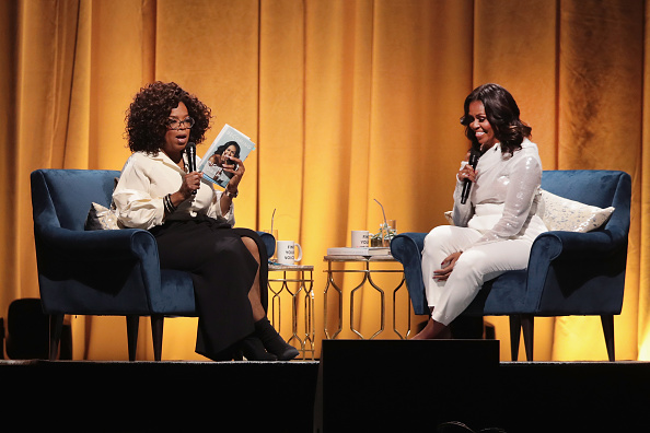 Interview - Event「Former First Lady Michelle Obama Launches Arena Book Tour In Chicago At The United Center」:写真・画像(3)[壁紙.com]