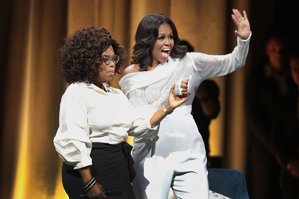 Oprah Winfrey「Former First Lady Michelle Obama Launches Arena Book Tour In Chicago At The United Center」:写真・画像(12)[壁紙.com]