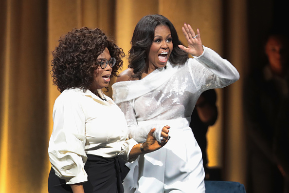 Oprah Winfrey「Former First Lady Michelle Obama Launches Arena Book Tour In Chicago At The United Center」:写真・画像(14)[壁紙.com]