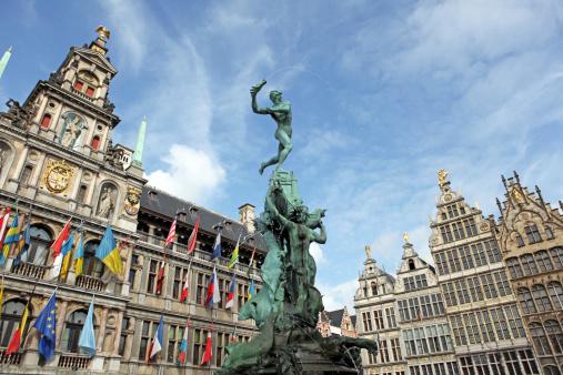 Belgium「Brabo Statue and City Hall of Antwerp Belgium」:スマホ壁紙(17)