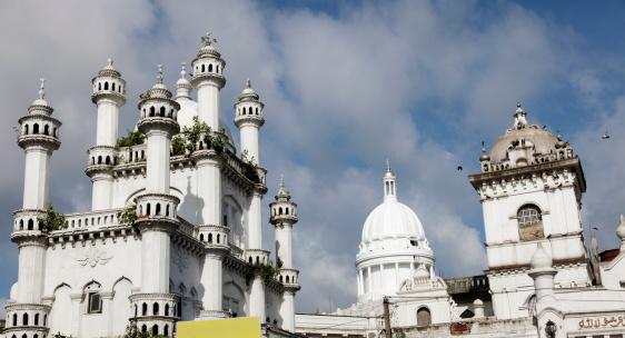 Sri Lanka「Sri Lanka, Colombo, Devatagaha Mosque and town hall against cloudy sky 」:スマホ壁紙(3)