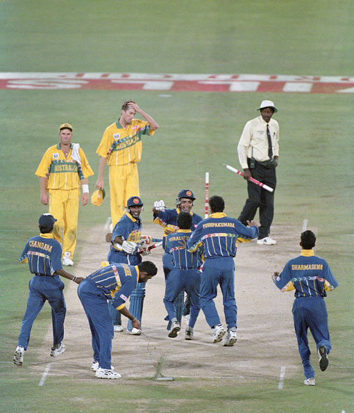 Sri Lanka「Sri Lanka celebrate winning the 1996 Cricket World Cup Final」:写真・画像(8)[壁紙.com]
