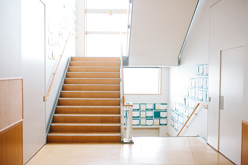 School Building「Japanese highschool. Staircase and corridor, contemporary architecture, Japan」:スマホ壁紙(17)