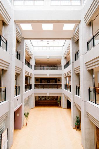 LypseJP2015「Japanese high school. Central atrium, entrance hall, contemporary architecture, Japan」:スマホ壁紙(14)