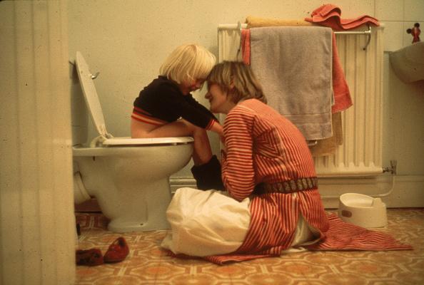 座る「Toilet Training」:写真・画像(8)[壁紙.com]