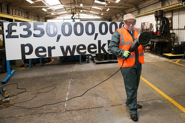 Vote Leave Campaign「Boris Johnson Tours Dorset In The Vote Leave Battle Bus」:写真・画像(17)[壁紙.com]