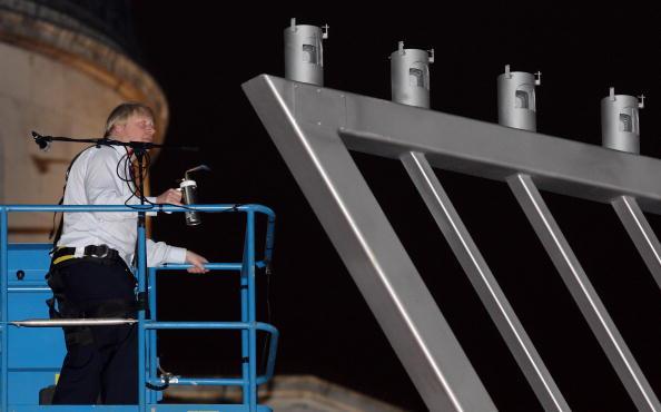 Blow Torch「Boris Johnson Attends The Lighting Of The Menorah At The Chanukah Ceremony」:写真・画像(9)[壁紙.com]