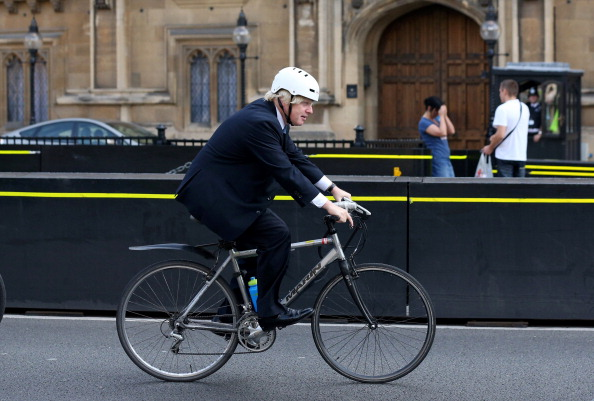 Riding「Boris Johnson Rides His Bicycle Past The Houses Of Parliament」:写真・画像(5)[壁紙.com]