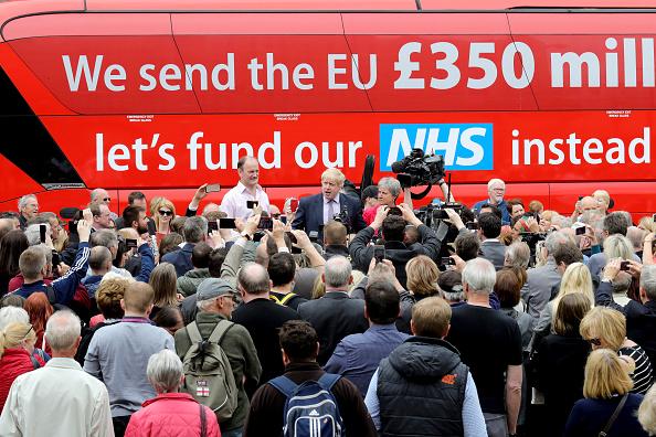 Bus「Boris Johnson And Gisela Stuart Aboard The Leave Campaign Bus」:写真・画像(7)[壁紙.com]