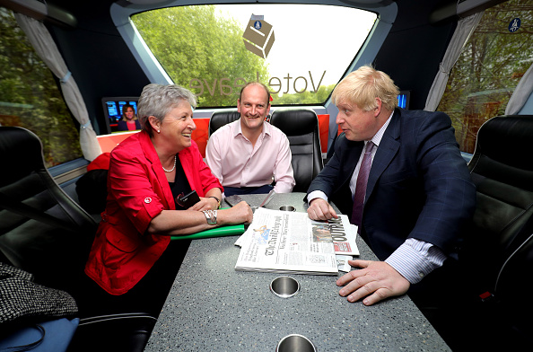 Douglas Carswell「Boris Johnson And Gisela Stuart Aboard The Leave Campaign Bus」:写真・画像(2)[壁紙.com]