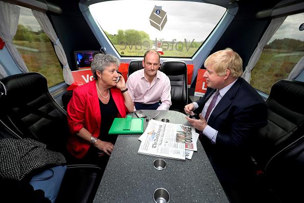 Vote Leave Campaign「Boris Johnson And Gisela Stuart Aboard The Leave Campaign Bus」:写真・画像(8)[壁紙.com]