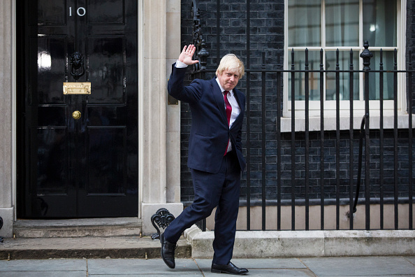 Waving - Gesture「Prime Minister Theresa May Appoints Her Cabinet」:写真・画像(18)[壁紙.com]