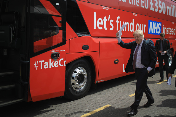 Bus「Boris Johnson And Gisela Stuart Aboard The Leave Campaign Bus」:写真・画像(0)[壁紙.com]
