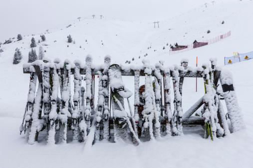 Ski Pole「Ski equipment in the snow」:スマホ壁紙(1)