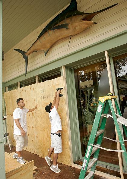 Naples - Florida「South Florida Prepares For Hurricane Wilma」:写真・画像(16)[壁紙.com]