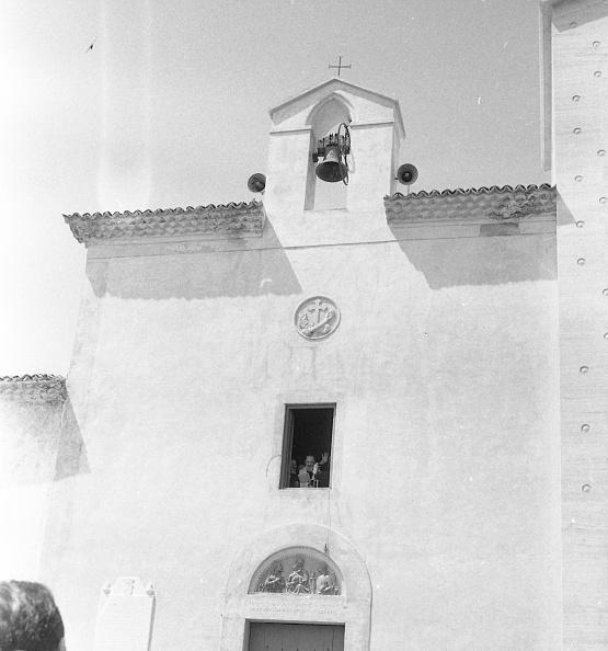 Religious Mass「Padre Pio looks through a window of the Sanctuary of Saint Pio of Pietrelcina 1966」:写真・画像(19)[壁紙.com]