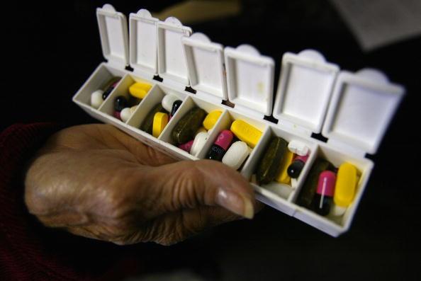 Investment「Seniors Depart For Canada To Fill Prescriptions」:写真・画像(15)[壁紙.com]