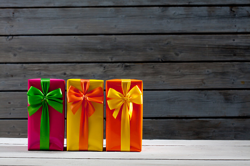 Gift「Three gift packages in front of wooden wall」:スマホ壁紙(14)