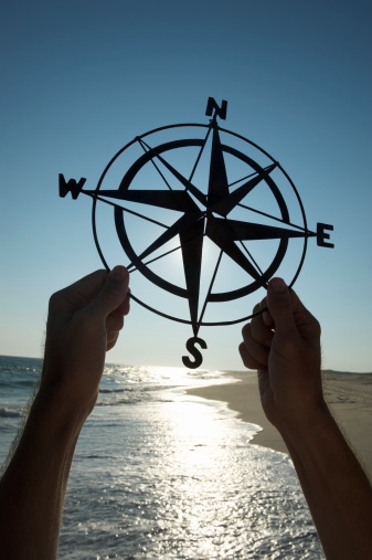 Unrecognizable Person「Hands Holding Old-Fashioned Compass Silhouette Beach Outdoors」:スマホ壁紙(1)
