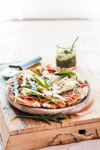 Arugula「Homemade glutenfree pizza with mozzarella, rocket pesto, parmesan and fresh rocket」:スマホ壁紙(17)