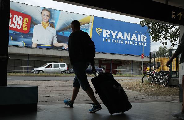 Suitcase「RyanAir Pilots Go On Strike Across Europe」:写真・画像(7)[壁紙.com]