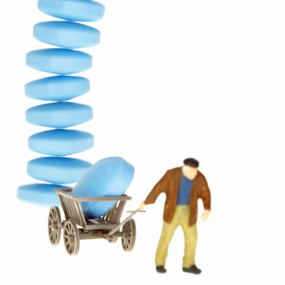 Focus On Background「Man pulling trolley with pills piled up」:スマホ壁紙(4)