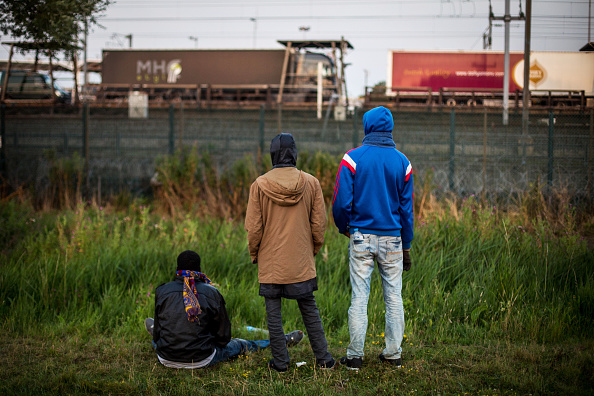 Calais「Calais Migrants Attempt To Find A Way To Reach The UK」:写真・画像(18)[壁紙.com]