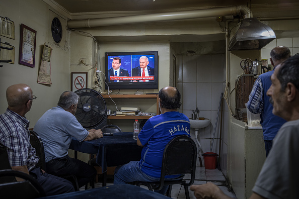 Tea Room「Istanbul's Mayoral Candidates Debate Ahead of New Election」:写真・画像(17)[壁紙.com]