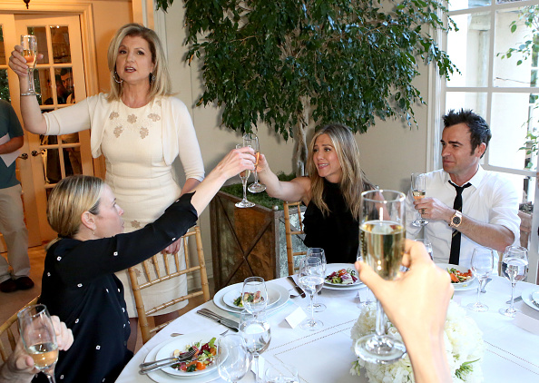 R「Arianna Huffington Hosts Special Lunch At Home For Jennifer Aniston To Celebrate CAKE」:写真・画像(15)[壁紙.com]