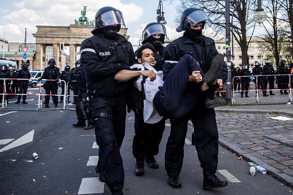 Human Role「Protesters Rally Against New Lockdown Legislation」:写真・画像(5)[壁紙.com]