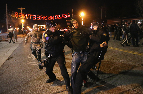2014-15 Ferguson Unrest「Holiday Shopping Begins In Ferguson As Protests Continue」:写真・画像(3)[壁紙.com]
