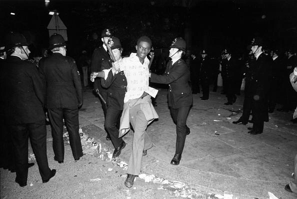 Men「Carnival Arrest」:写真・画像(4)[壁紙.com]