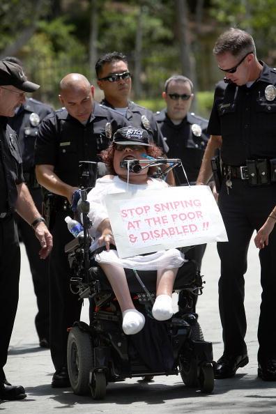 Furlough「Health Care Advocates Protest Outside The Governor's Brentwood Home」:写真・画像(10)[壁紙.com]