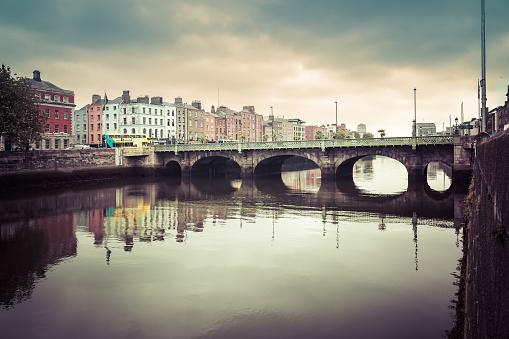 Liffey River - Ireland「O'Connell Bridge over River Liffey, Dublin, Ireland」:スマホ壁紙(6)