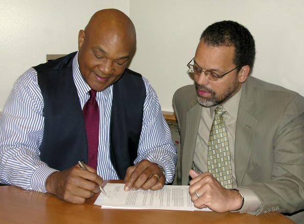 George Foreman「Knockout Holdings, Inc. and George Foreman sign eight-year licensing agreement」:写真・画像(17)[壁紙.com]