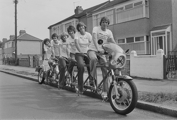 Medium Group Of People「Six-seat bicycle」:写真・画像(13)[壁紙.com]