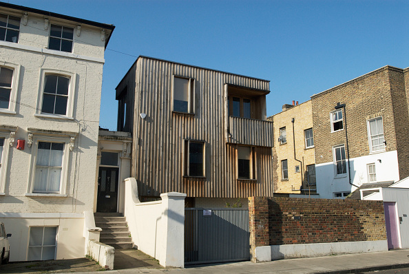Individuality「Individually designed timber-cladded house built on a plot surrounded by Victorian housing, East London, UK」:写真・画像(5)[壁紙.com]