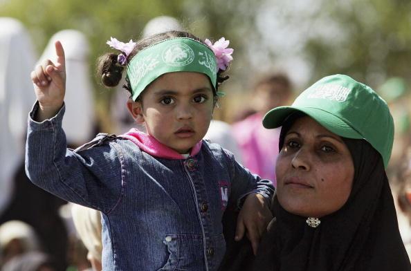 Mid Adult「News Hamas Military Special Unit Demonstrate Skills In Nusairat」:写真・画像(14)[壁紙.com]