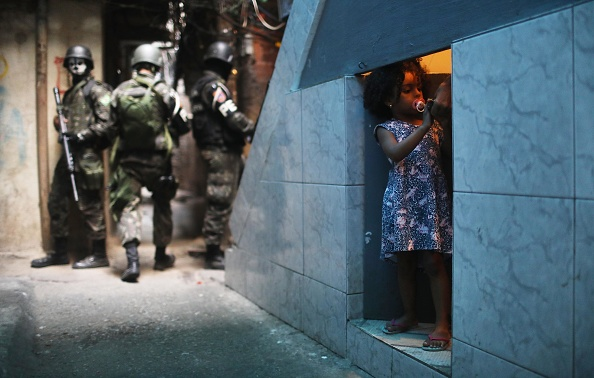 People「Army Troops Called In To Rio's Rocinha Favela To Quell Violence」:写真・画像(8)[壁紙.com]