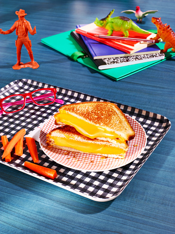 恐竜「Grilled cheese sandwich with carrot sticks」:スマホ壁紙(0)