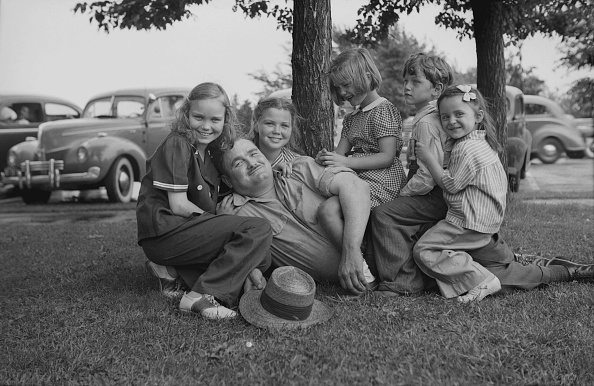 Grass Family「Children Sitting On Man」:写真・画像(18)[壁紙.com]