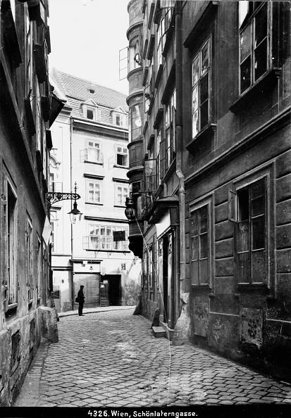Footpath「Vienna 1: The Schönlaterngasse In Vienna 1. About 1910. Photograph By Bruno Reiffenstein (No. 4326).」:写真・画像(8)[壁紙.com]