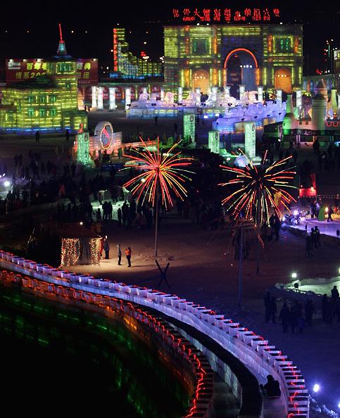 お祭り「Ice And Snow Festival Opens In Harbin」:写真・画像(3)[壁紙.com]